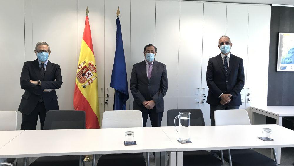 Ramón Reyes (presidente AECC), Rafael Rodrigo y Xosé Bustelo (presidente ASEICA)