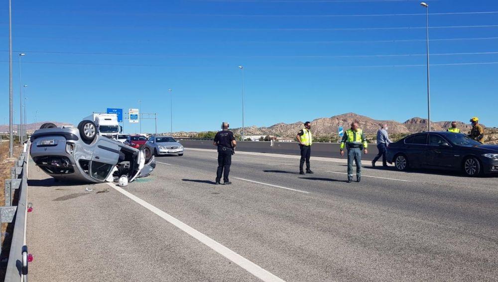 Accidente de circulación en la autovía en Elche.