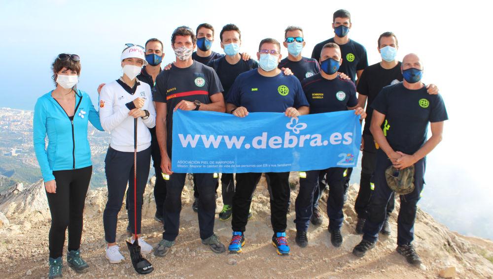 Bomberos, representantes de la ONG DEBRA Piel de Mariposa, la golfista profesional, Noemí Jiménez y el chef Dani García