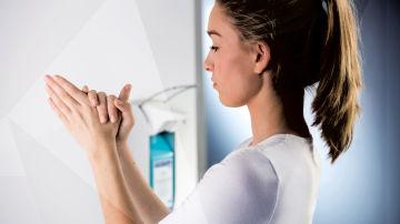 Desinfección de manos con gel hidroalcohólico