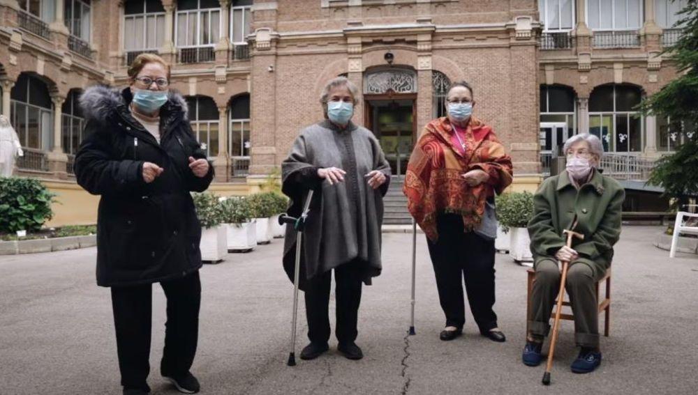 os Ecoclásicos, un coro de nueve personas entre 75 y 92 años, lanza un reto a la ciudadanía por un mundo más sostenible