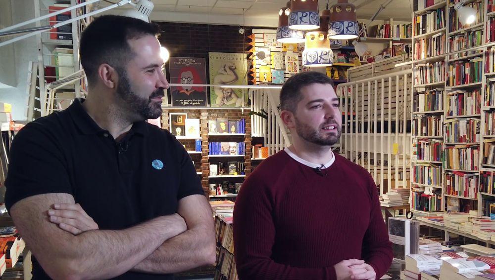 Pedro Mañas y el ilustrador David Sierra