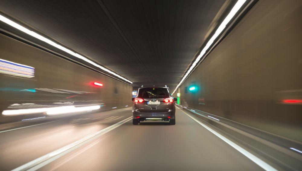Coche en tunel