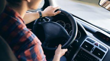 Persona conduciendo