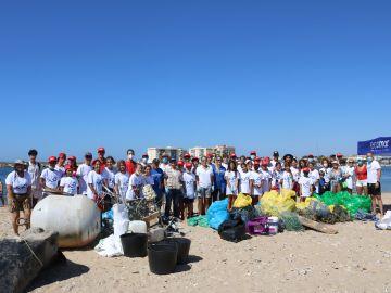 La Fundación Ecomar recoge más de 2 toneladas de residuos en Punta Umbría