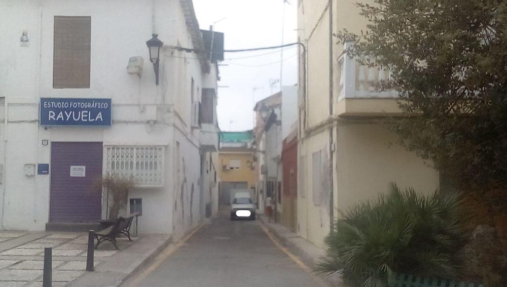 Calle sin salida y habitada por una persona con discapacidad, sin señalizar