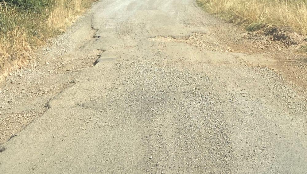 Carretera con socavones en Teruel