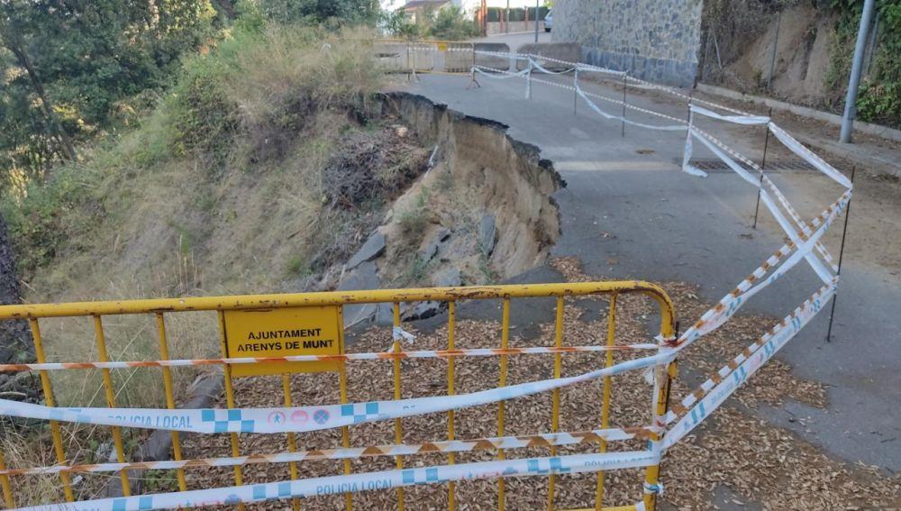 Carretera cortada y sin arreglar