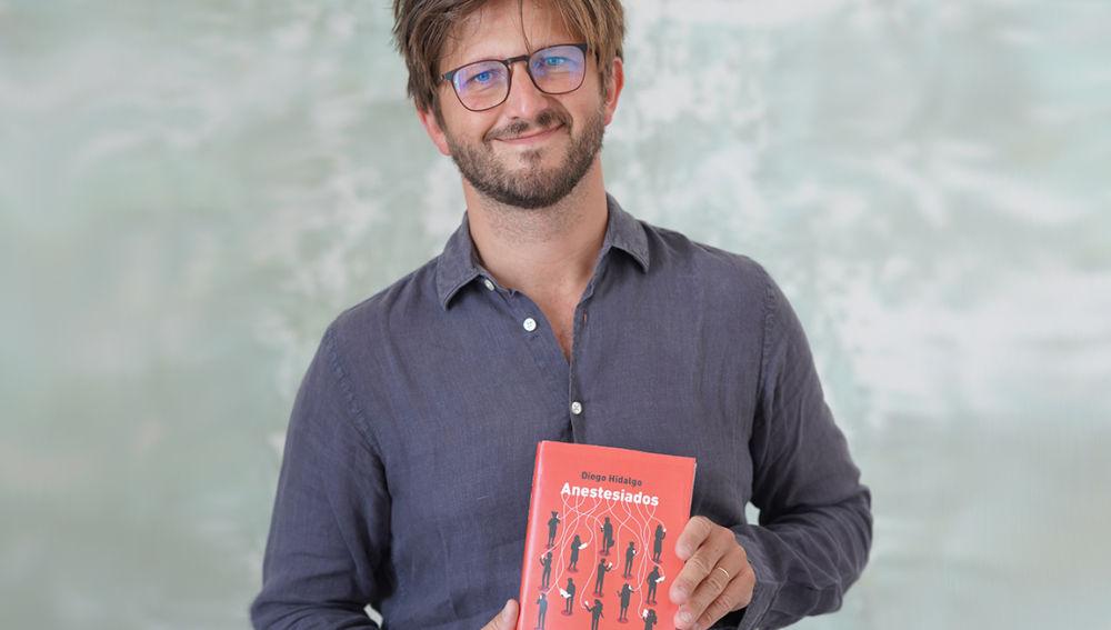 Diego Hidalgo, con su libro Anestesiados